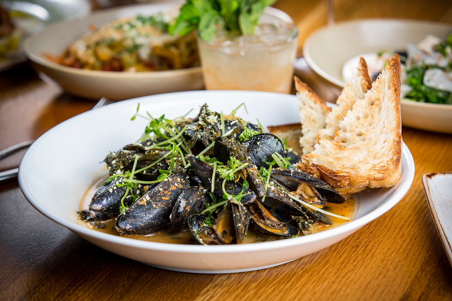 Pan-Roasted-Mussels-at-State-and-Lake-Chicago-Tavern