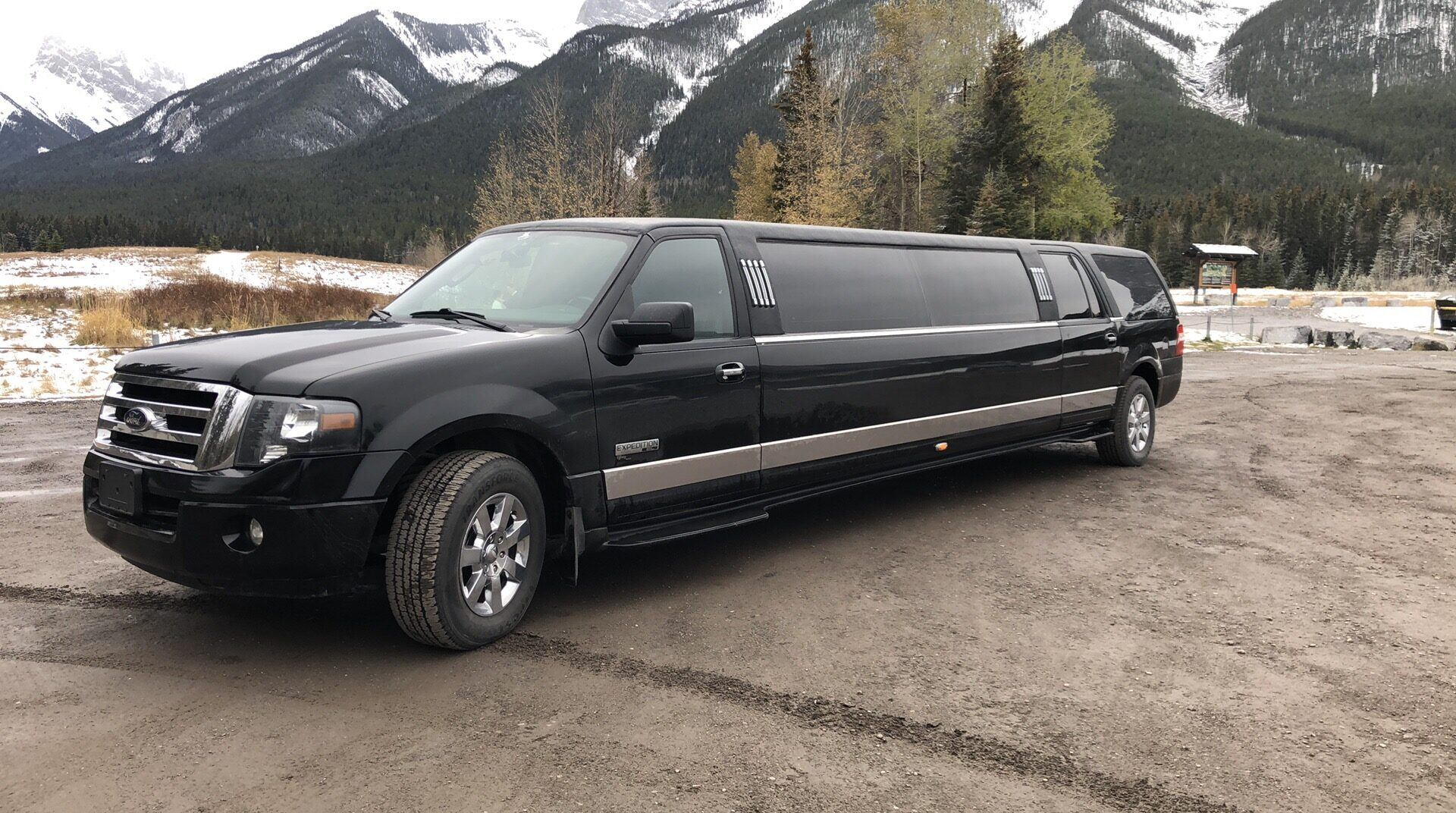 Ford Expedition SUV Stretch Limousine