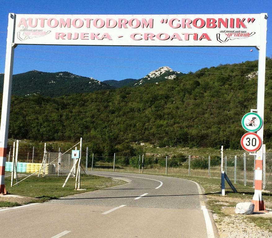 Entrada do autódromo de Grobnik. (ICGP Brasil)