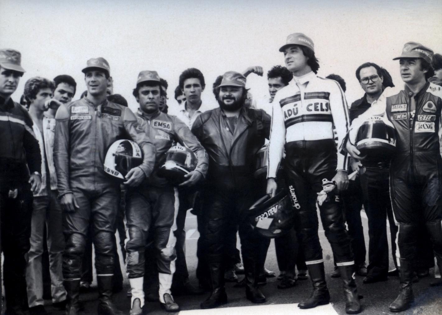 Denísio Casarini, Walter Tucano Barchi, Edmar Ferreira, Eduardo Luzia, Adu Celso e Antonio Sequeira perfilados. (Foto: Acervo Edmar Ferreira / Motostory)
