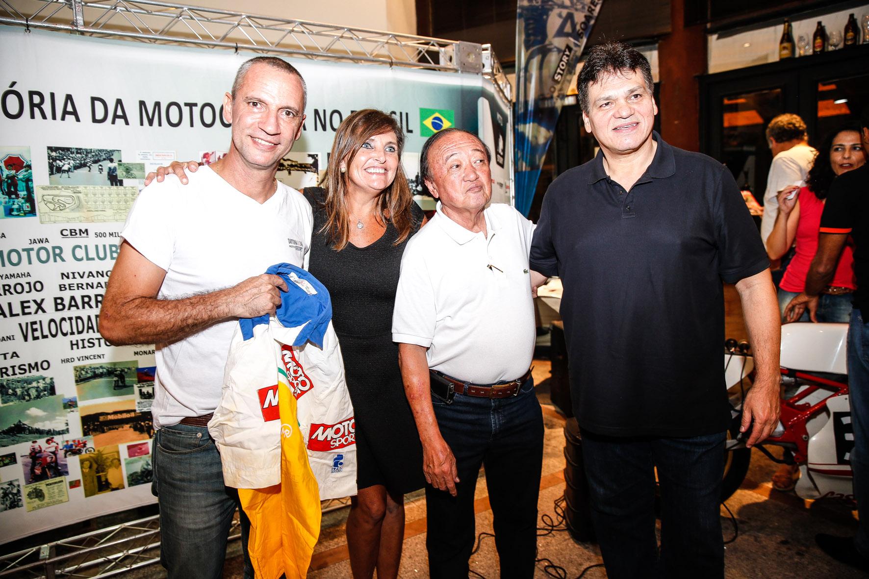 Carlãozinho, Maria Celeste Sarachú, Wilson Yasuda e Marco Greco em noite de Motostory. Foto: Haroldo Nogueira / Motostory