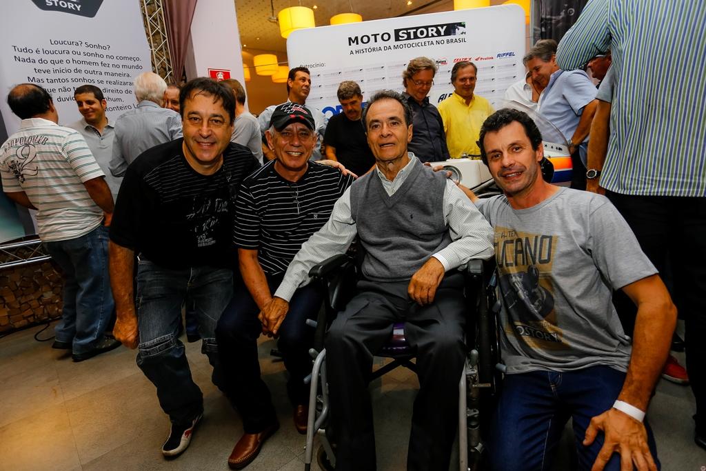 José Luiz Gonsalves (dir.) ao lado de Milton Benite, (Pressão) com João da Light e Paulo Mansi em noite de Vida Sob Pressão: Foto Sampafotos / Motostory