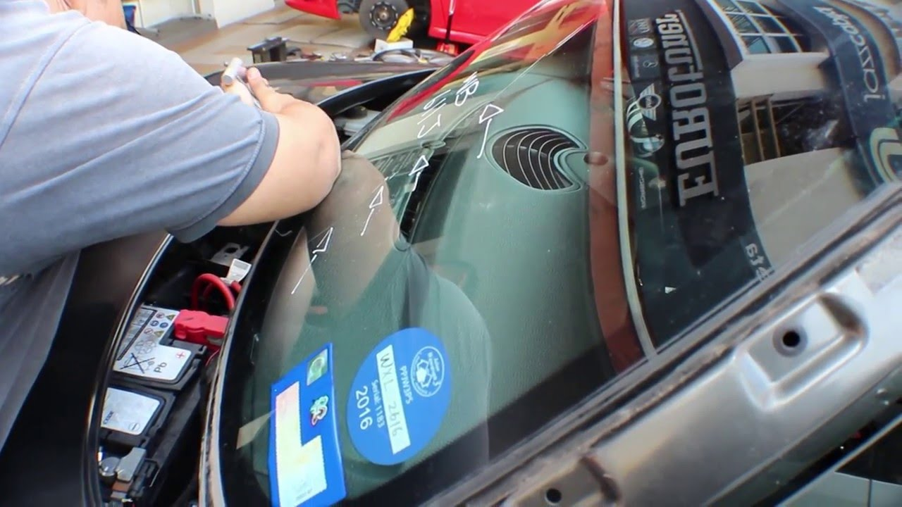 Houston Windshield repair shop and auto glass discounters offer low prices