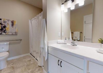 Havenwood of Minnetonka Apartment Bathroom