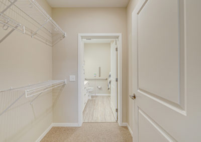 Havenwood of Onalaska Bedroom Closet