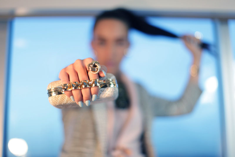 outfit-details-finger-clutch-big-ring