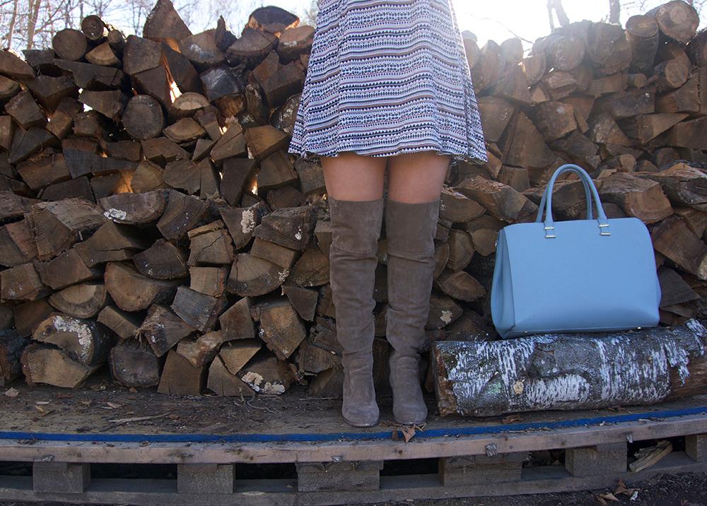 incorporate-baby-blue-bag-into-spring-wardrobe-2