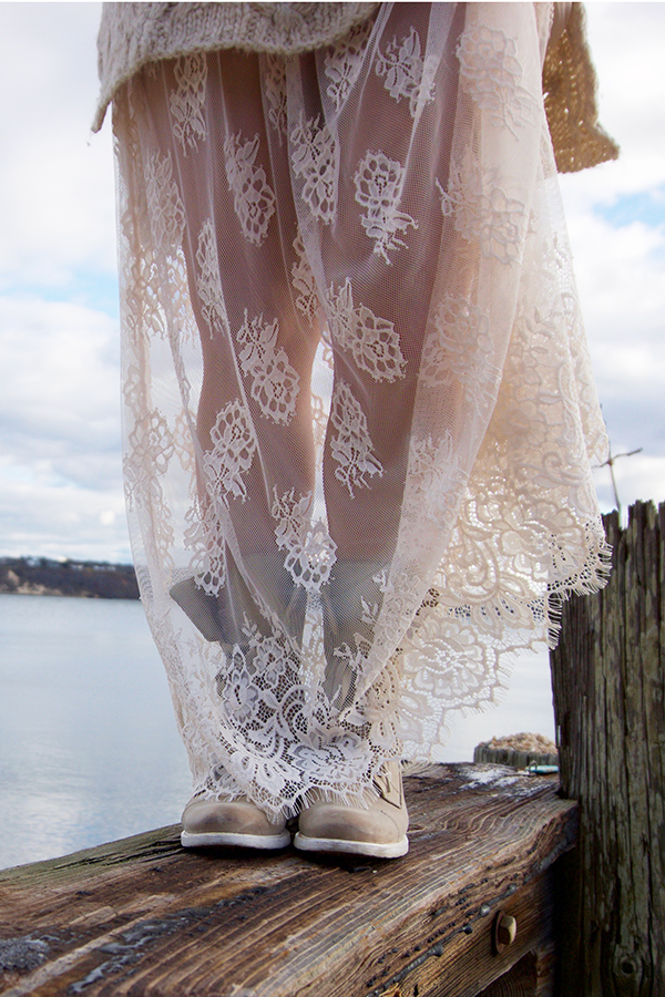 lace-skirt-combat-boots-curvy-blogger-outfit-10