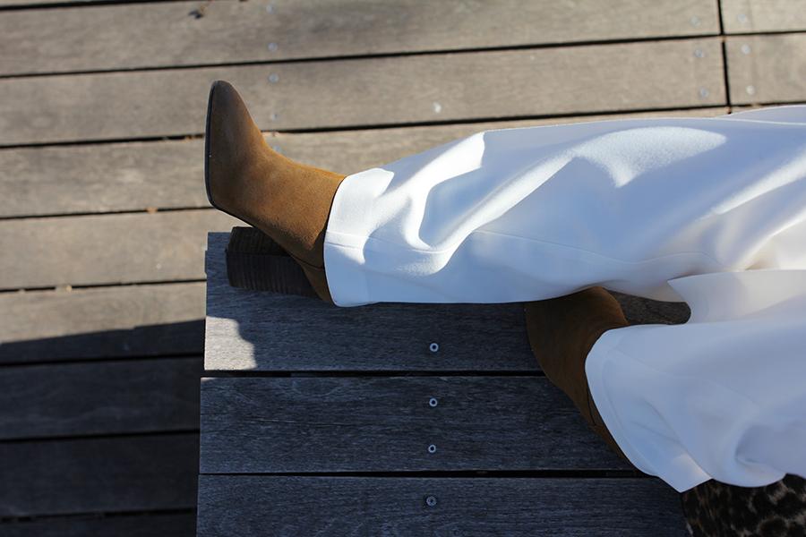 wide-leg-white-pant-fur-sleeve-sweater-18