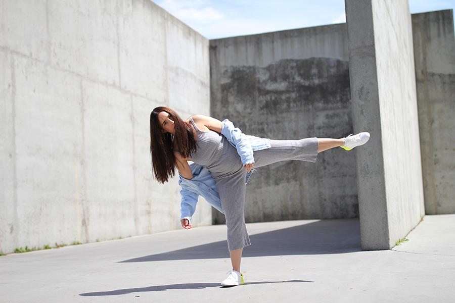 tobi-clothing-oversized-denim-jacket-neon-sneakers-12