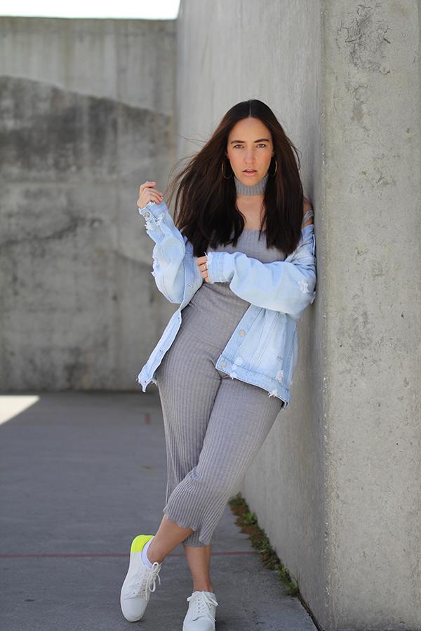 tobi-clothing-oversized-denim-jacket-neon-sneakers-14