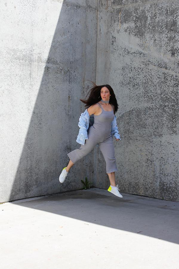 tobi-clothing-oversized-denim-jacket-neon-sneakers-2