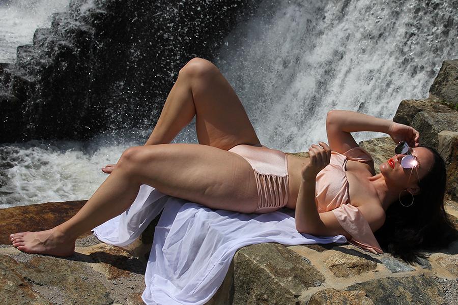 curvy-thick-fit-bikini-model-32