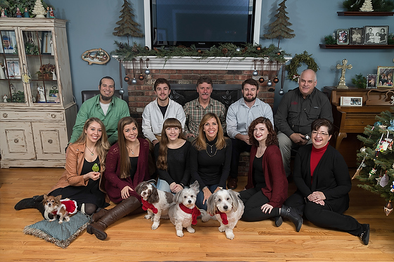 How To: Christmas family photo where everyone will look great – Even pets!