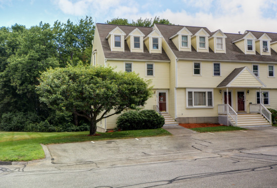 148 Merrimack Meadows Ln Tewksbury, MA