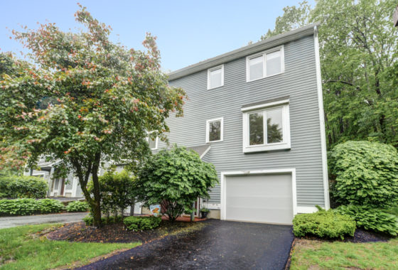 60 Country Hill Ln Haverhill, MA