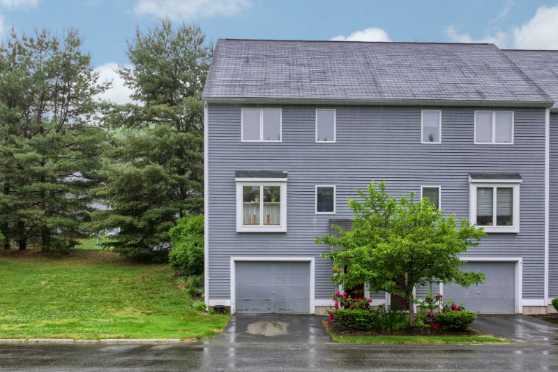 Country Hollow Village Townhouse for Sale