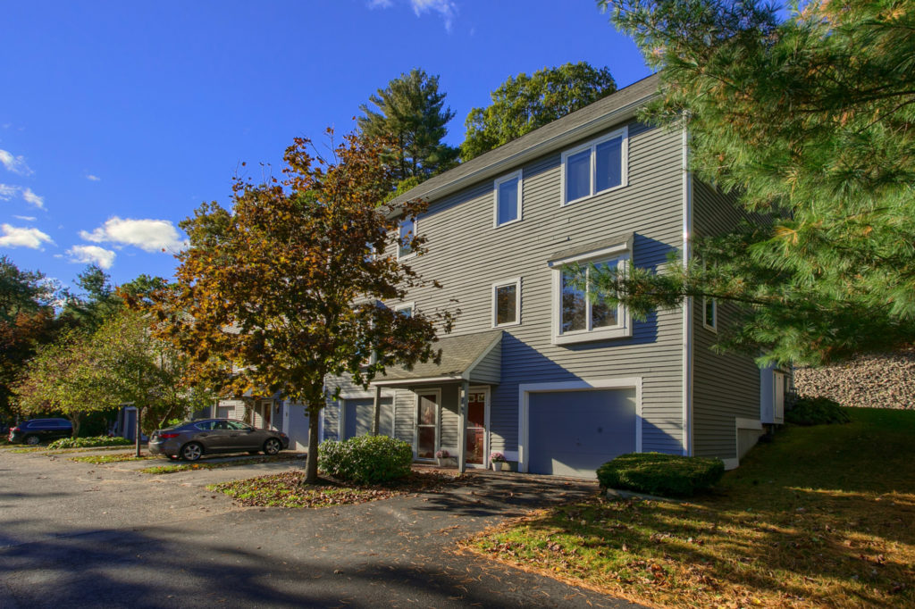 32 Country Hill Ln, Haverhill, MA