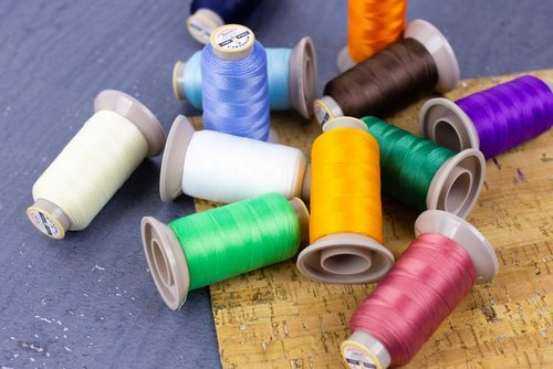Available in 20 colours, HomeDec™ is the perfect thread to use for heavy fabrics, leather, or upholstery.