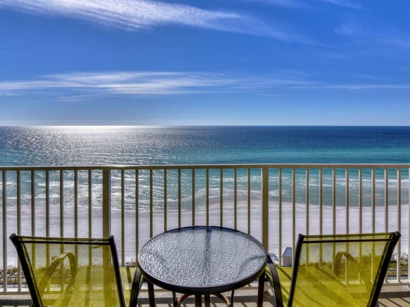 know before you go, tables overlooking the beach in Destin, Florida