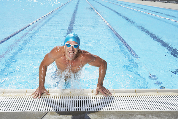 man swimming after arthroscopic surgery with dr. nasser ani