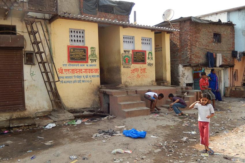 slum-bathrooms-419