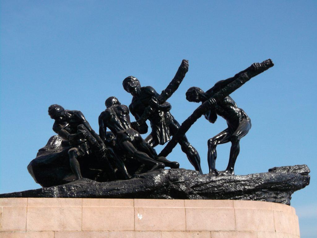 Mariana Beach Photo: Labour Statue