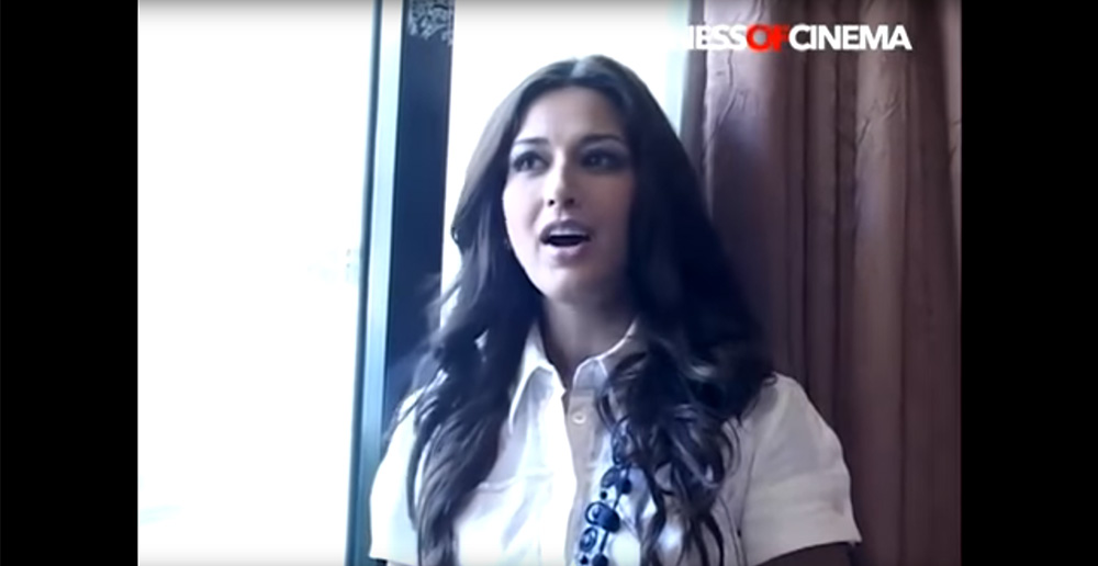 023-Bollywood-actresses-Sonali-Bendre-Prachi-Desai-for-Smile-India-Movement