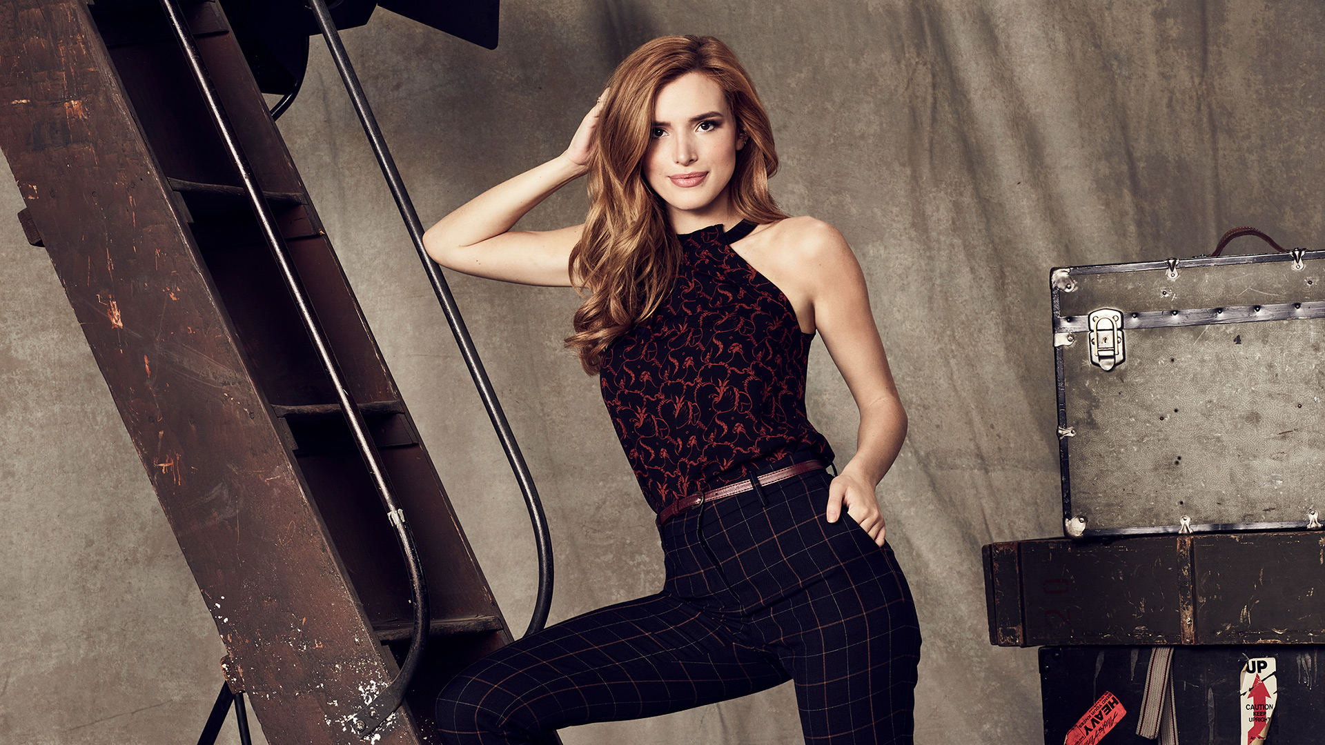 bella thorne as paige townsen in famous in love