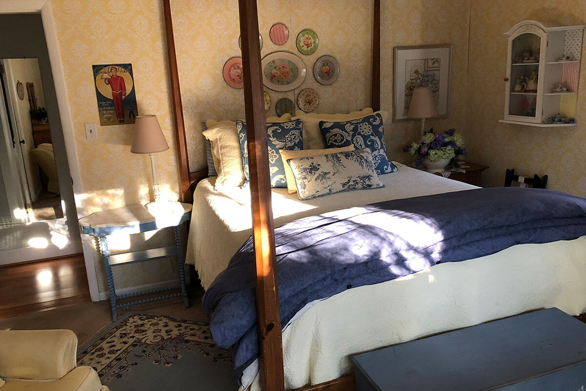 French County | Meadow Gardens Bed & Breakfast