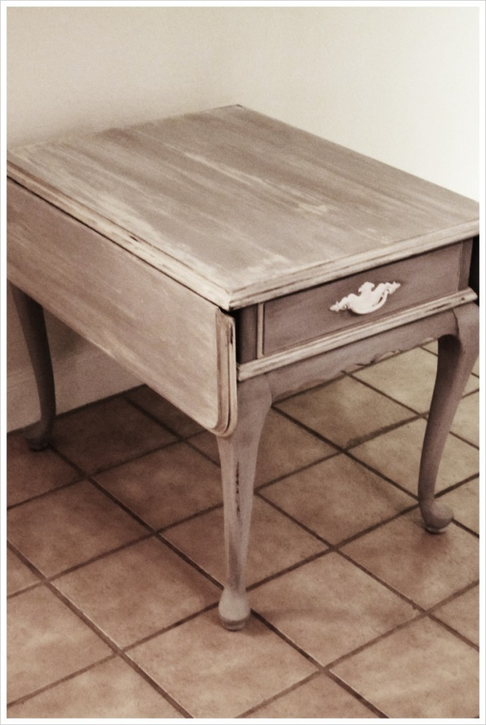 Little Table with wings
