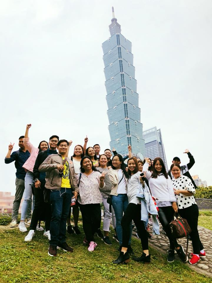 Ellcad Team with the Taipei 101 behind