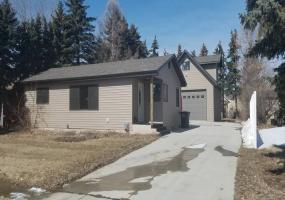 304 13th Street West,Bottineau,North Dakota 58318,4 Bedrooms Bedrooms,2 BathroomsBathrooms,Residental,13th Street West,1396