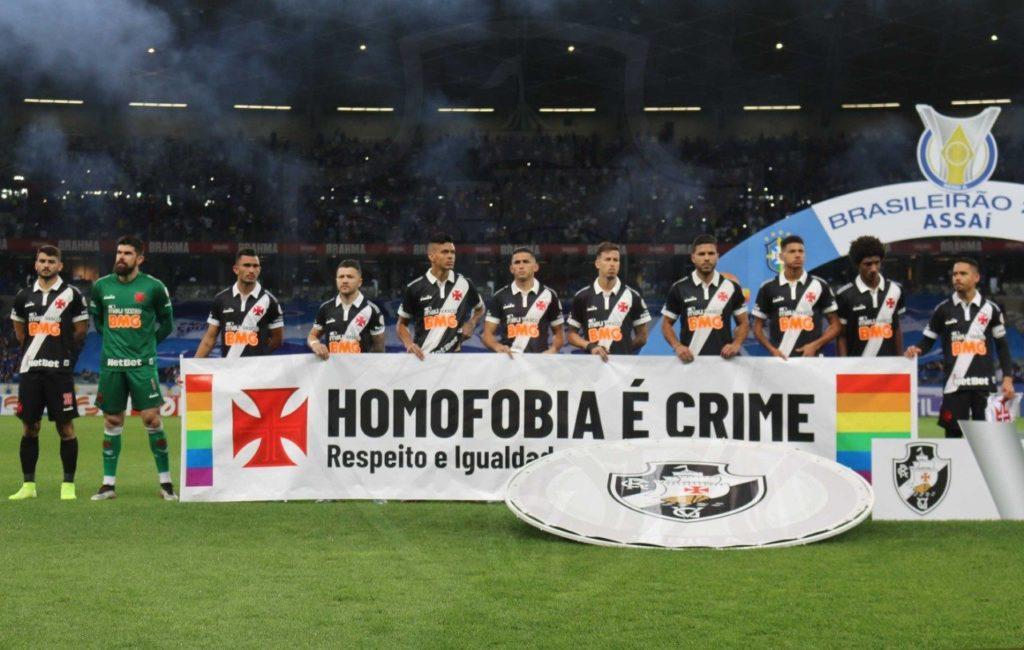 Faixa do Vasco pede respeito e igualdade (Foto: Carlos Gregório Jr./Vasco da Gama)