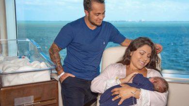 Andressa Ferreira conta que fica em função das mamadas do filho e Thammy troca fraldas. (Foto: Reprodução/Instagram)