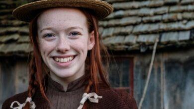 Amybeth Mcnulty como Anne na série da Netflix. (Foto: Divulgação)