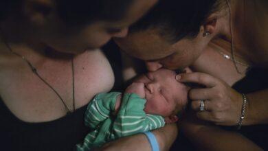 """As autoras realizaram """"inseminação caseira"""" com material genético doado por pessoa anônima. (Foto: Cavan Images/Getty Images)"""