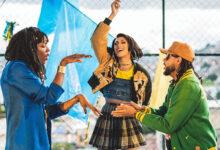 Majur, Pabllo Vittar e Emicida no clipe de AmarElo. (Foto: Reprodução)