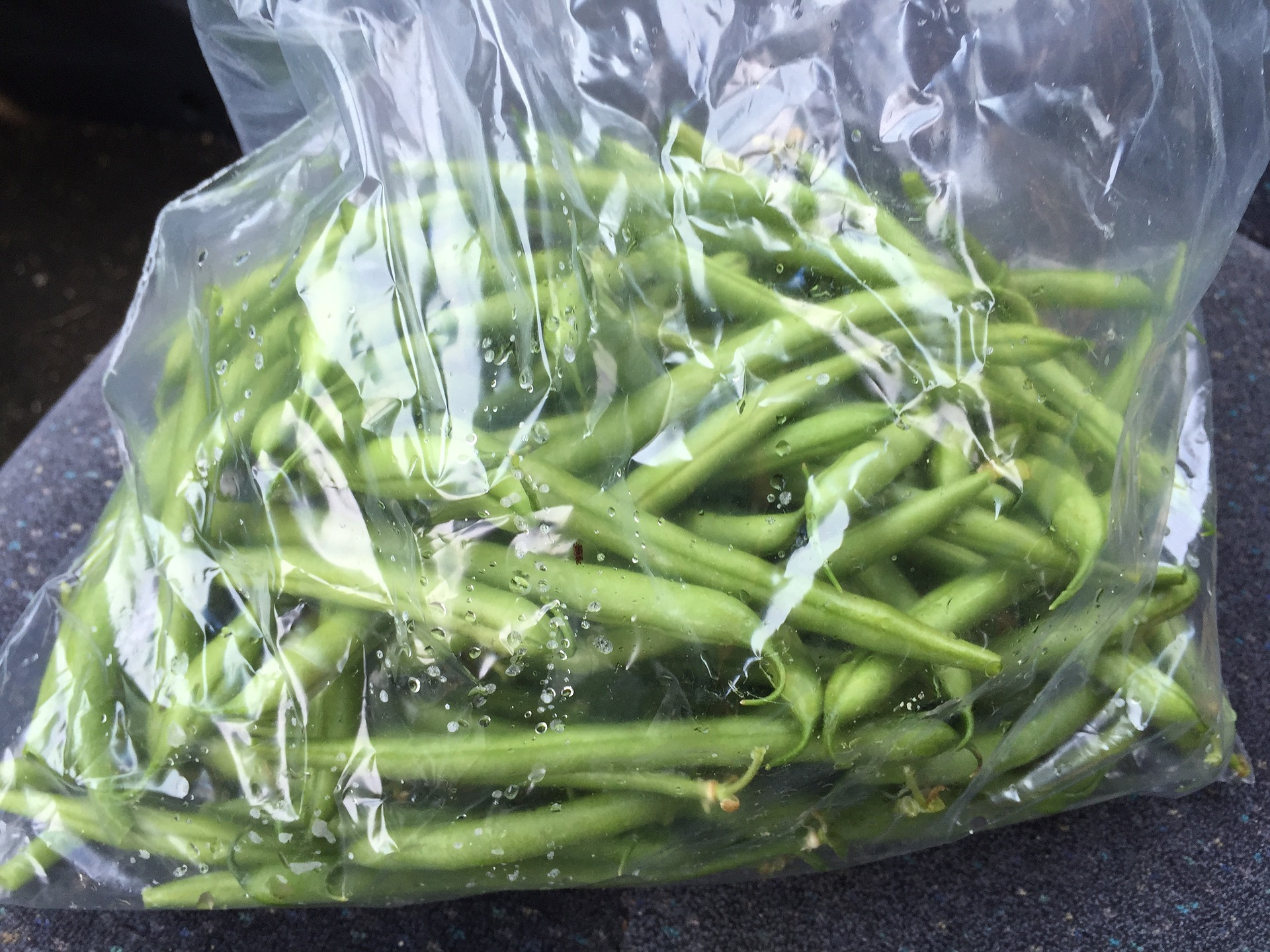 bag of fresh green beans