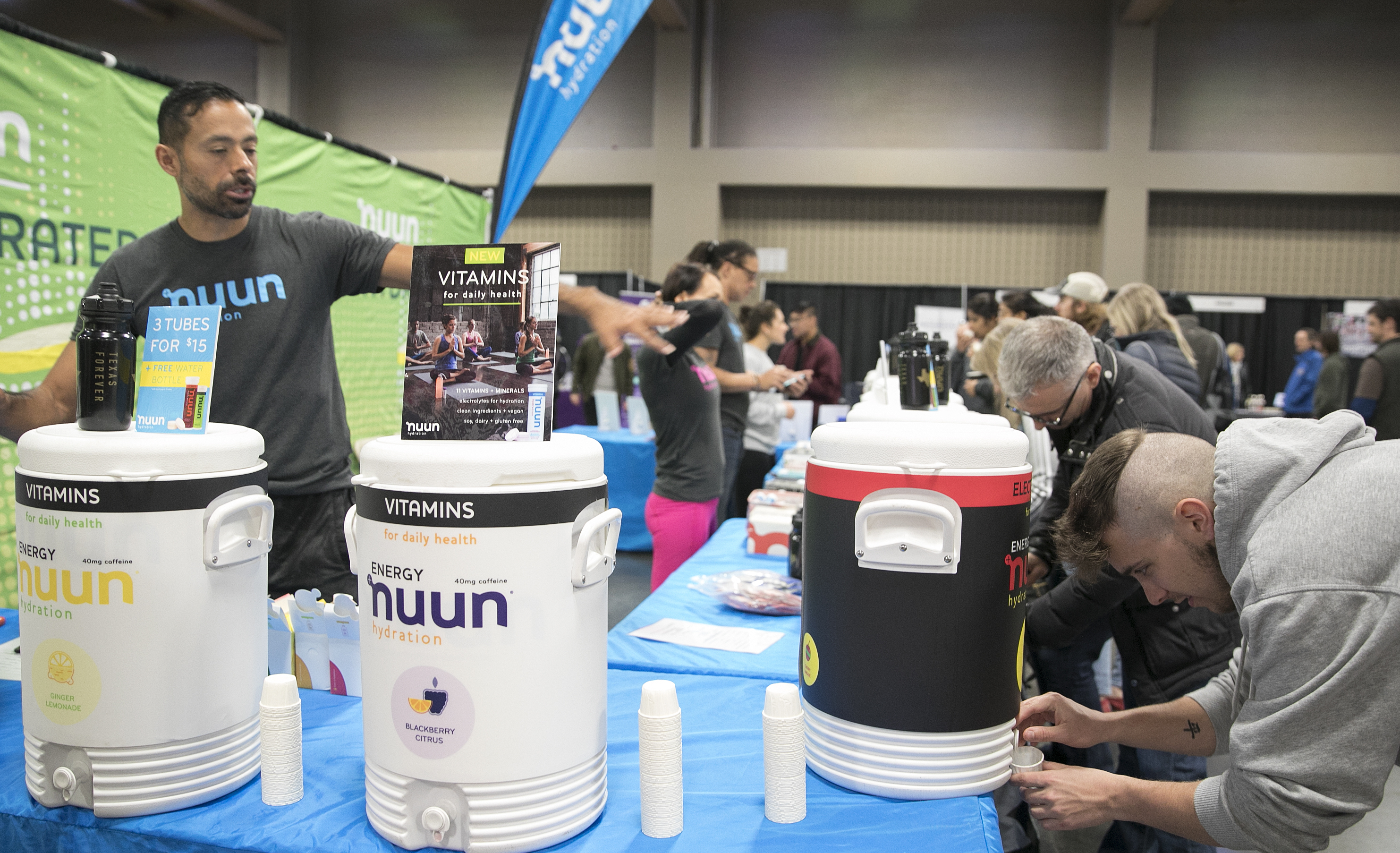 Runners hydrate with nuun at the Austin Marathon expo. Proper hydration is one of our tips to run your best.