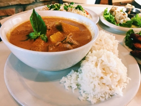 Image of a bowl of pumpkin curry and a plate of white rice from Thai, How Are You?. Thai, How Are You? is one of 5 Austin restaurants along the Austin Marathon course that people should visit.