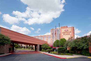 An image of the Crowne Plaza Austin. Use the hyperlink in the text to lock in your Austin Marathon weekend rate.