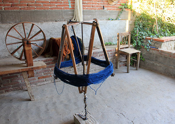 A device called Biilielii in Zapotec, used for winding yarn