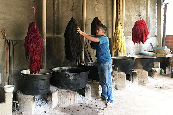 Porfirio Gutiérrez in the dye studio