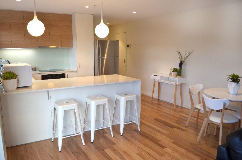 Kangaroo Bay Apartments - 2 Bedroom Apartment Kitchen - Bellerive Hobart Accommodation, Kangaroo Bay Apartments, hobart accommodation, hobart hotels, family accommodation tasmania, cheap hobart hotels, bellerive accommodation, accommodation tasmania, self contained accommodation, hobart apartment,
