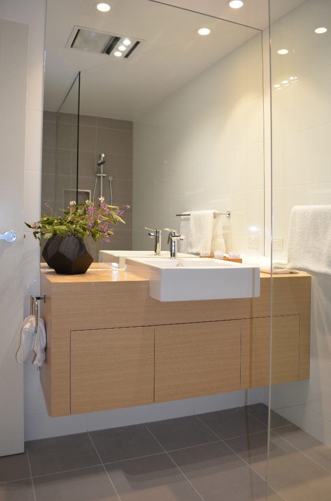 Kangaroo Bay Apartments - 2 Bedroom Apartment Bathroom - Bellerive Hobart Accommodation, Kangaroo Bay Apartments, hobart accommodation, hobart hotels, family accommodation tasmania, cheap hobart hotels, bellerive accommodation, accommodation tasmania, self contained accommodation, hobart apartment,