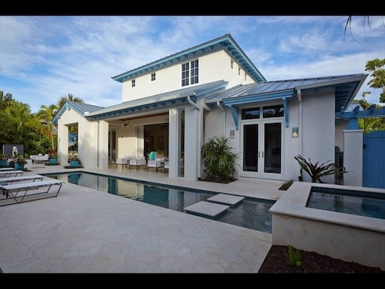 Luxurious Travertine Pool Deck