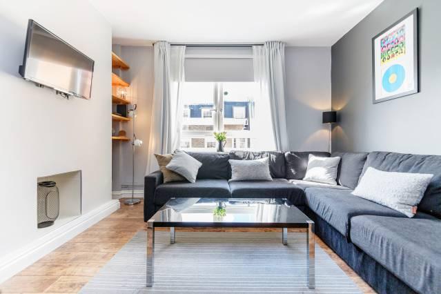 borough market flat airbnb london