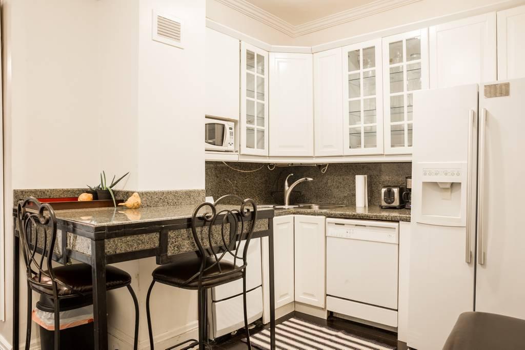airbnb boston condo next to statehouse