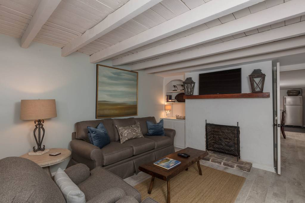 historic carriage house airbnb charleston